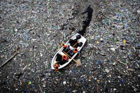 plasticocean _ courtesy from http://wasteequalsfood.org/